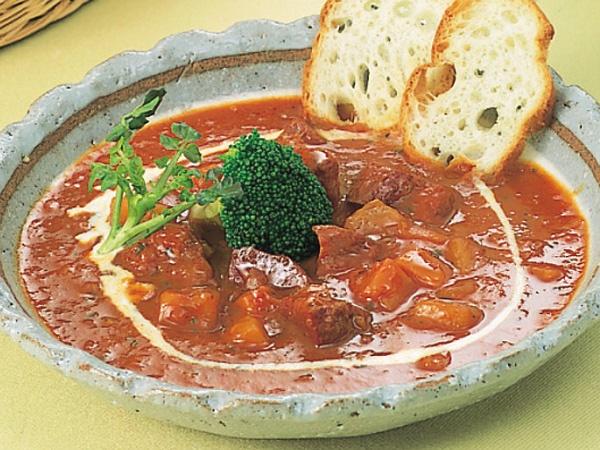 牛たんトマトソース煮